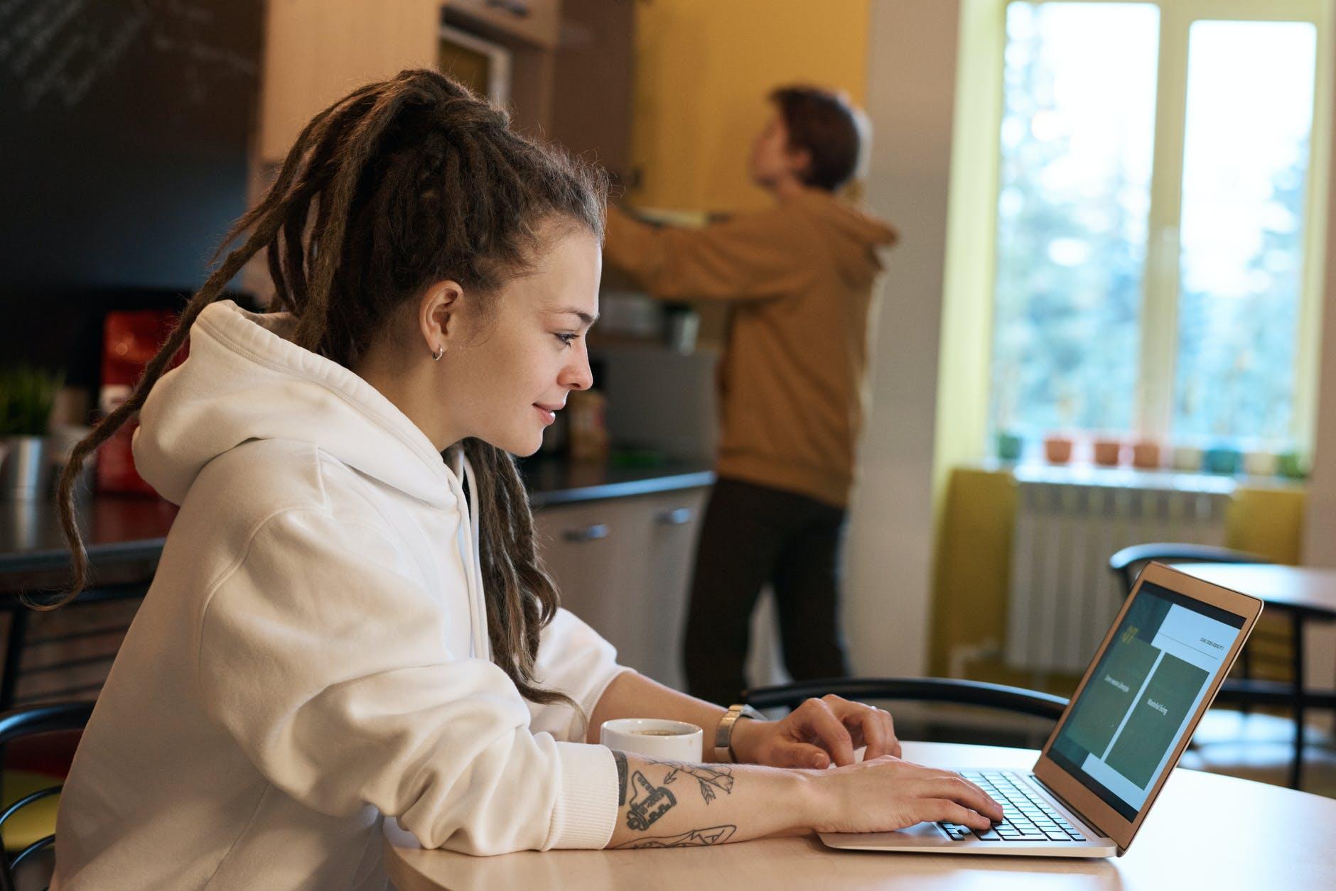 Cómo adaptarte a la rutina de trabajar desde casa, Enfermedades y su tratamiento